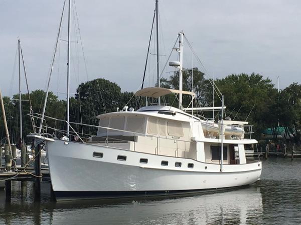 Kadey Krogen 48 Classic Port bow