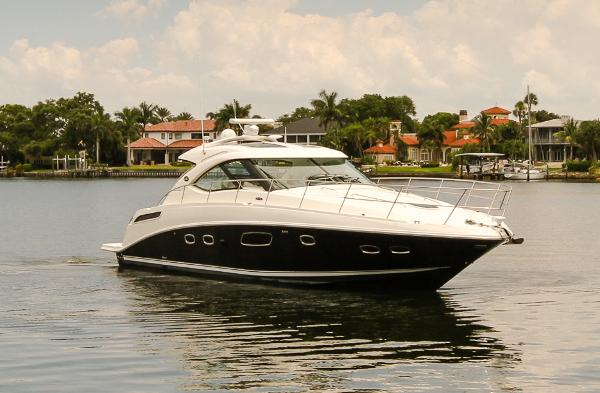 Sea Ray 430 / 470 Sundancer Starboard Bow