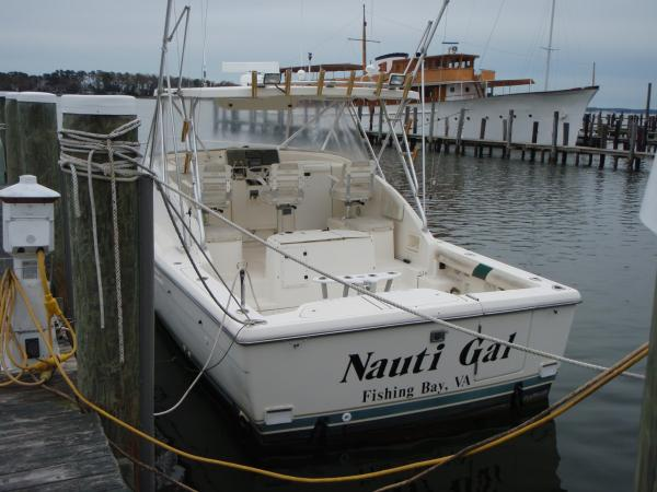 Pursuit 3000 Offshore Nauti Gal