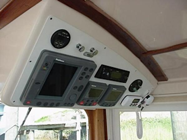 Radar & GPS in a hybrid vessel