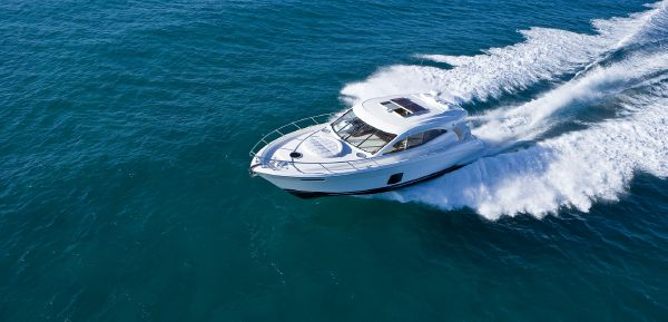 Maritimo C53 Sports Cabriolet Running Stern