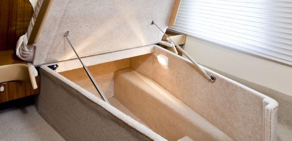 Maritimo C53 Sports Cabriolet Cabin Storage