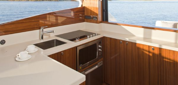 Maritimo C53 Sports Cabriolet Galley