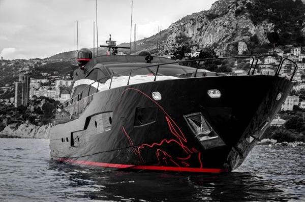 Sunseeker 101 Sport Yacht Black Legend