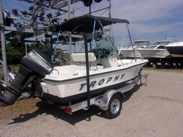 Bayliner 1703 Trophy Center Console