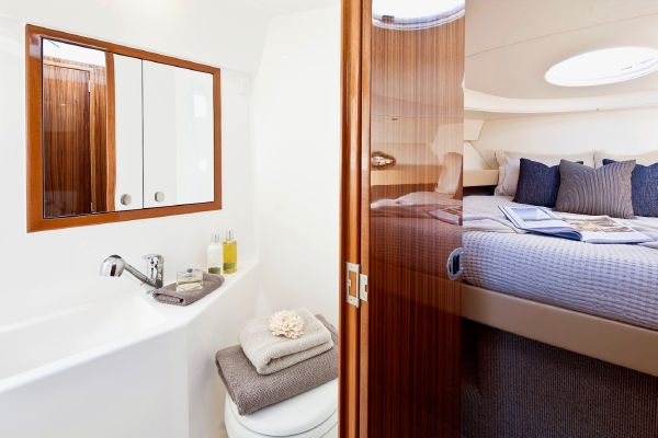 Maritimo Mustang 32 Bathroom