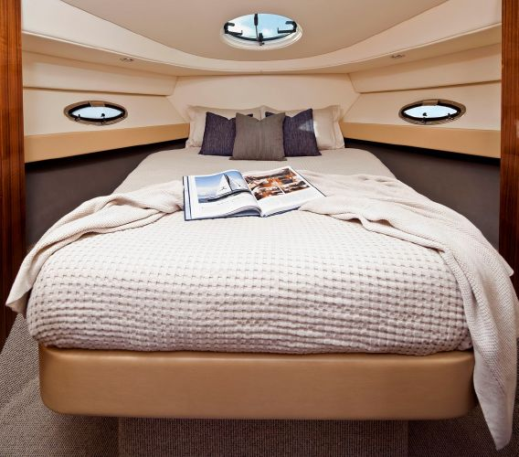 Maritimo Mustang 32 Bow Cabin