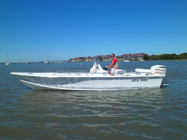 Sea Pro SV2400CC Bay Boat PORT UNDERWAY