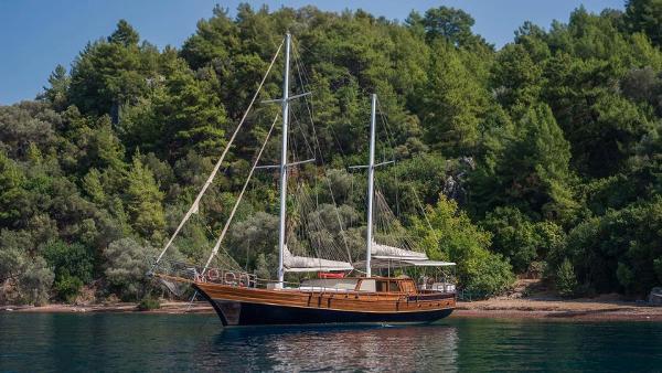 Custom-craft 24 m Ketch 7 cabins