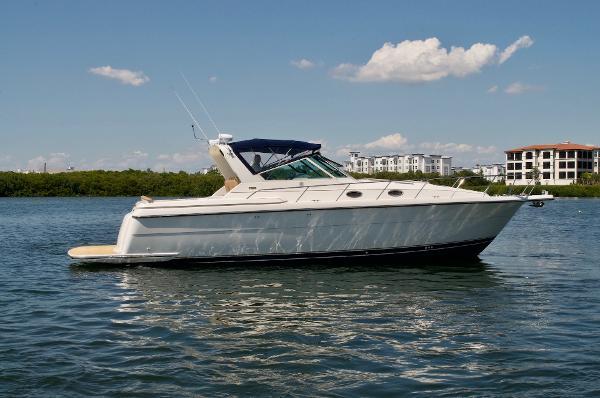 Tiara Yachts 4000 Express Profile