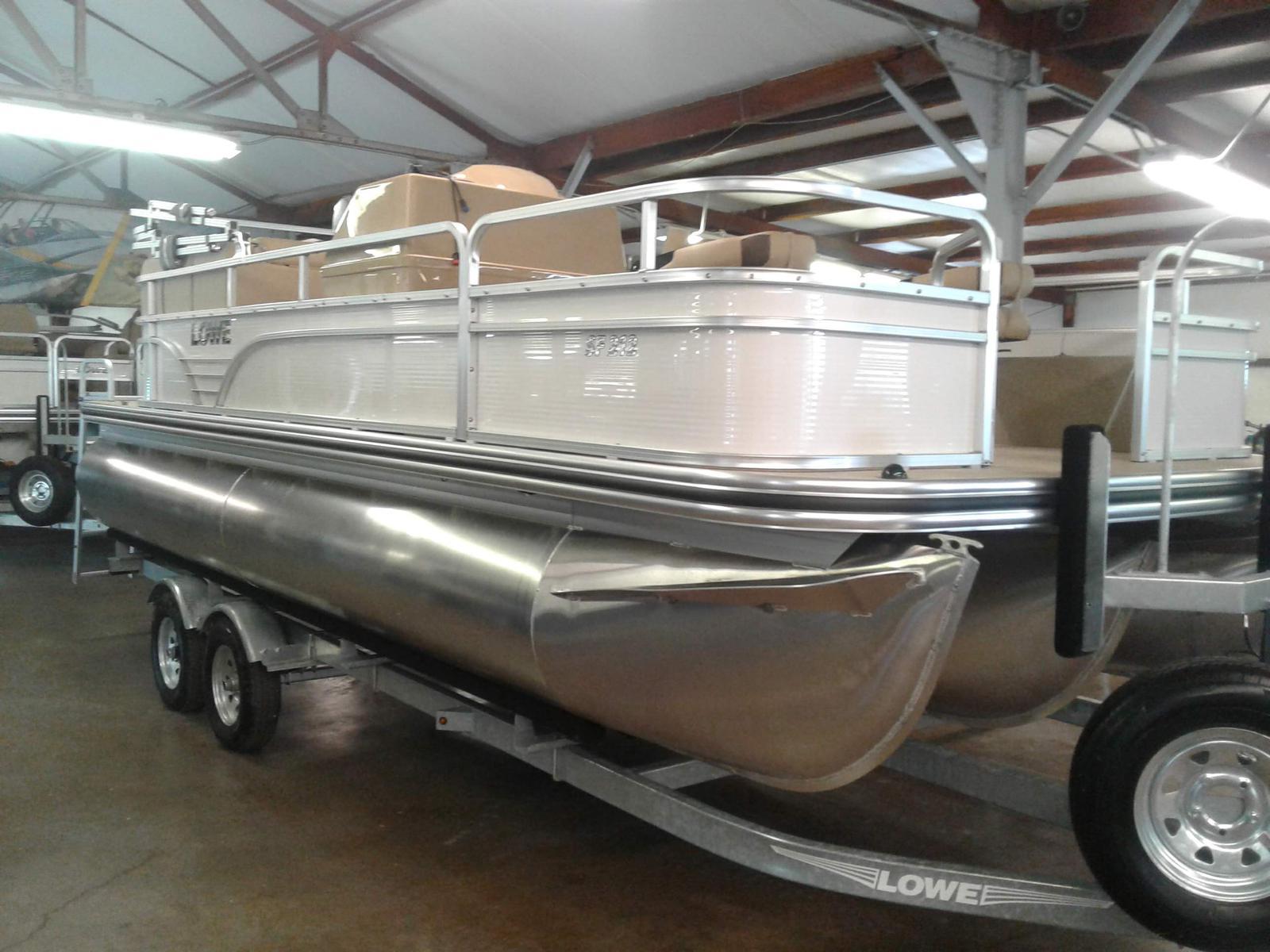 Lowe SF212W Tri-Toon
