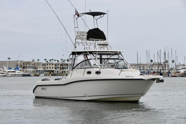 Boston Whaler 305 Conquest Starboard Bow