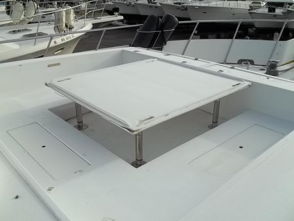 Built-in dinette on foredeck
