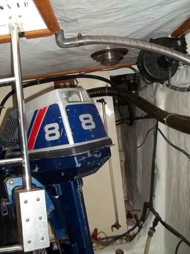 8hp Nissan 2-stroke Outboard motor