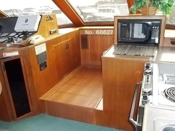 Pilothouse w/ cover over stairs to staterooms
