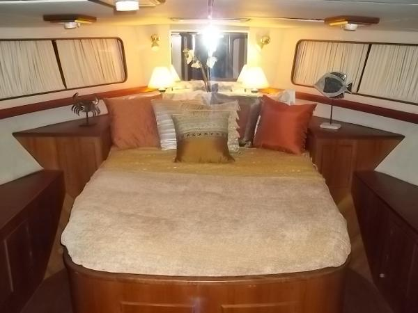 Forward master stateroom w/ walk around queen berth