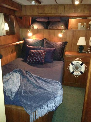 Guest stateroom w/ double berth