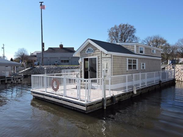 Harbor Cottage Floating Home
