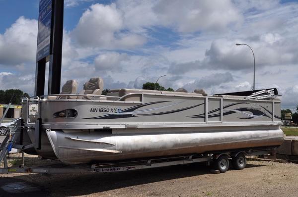 Crest Pontoon Boats 27' CARIBBEAB XRS TRI TOON