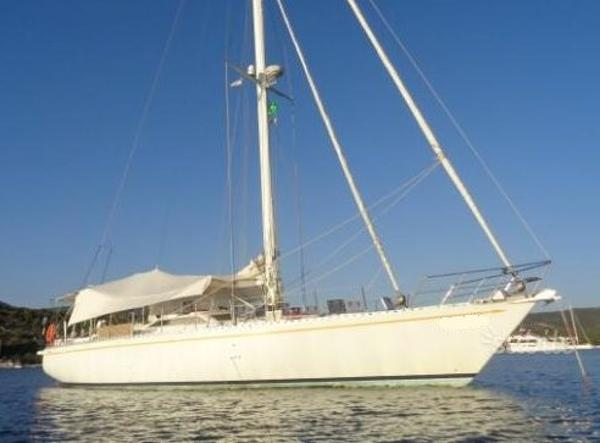 Ferretti Yachts Altura 61