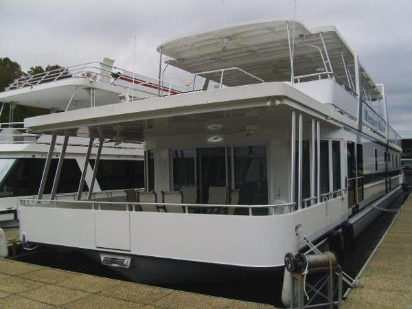 Custom Thoroughbred houseboat