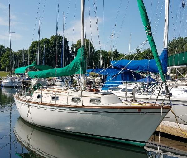 Cape Dory Intrepid 9M