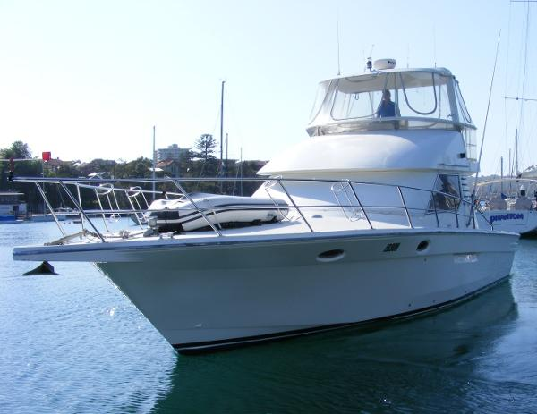 Precision 40 Flybridge Cruiser