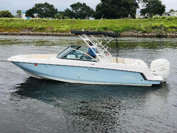 Boston Whaler 230 Vantage Port Profile