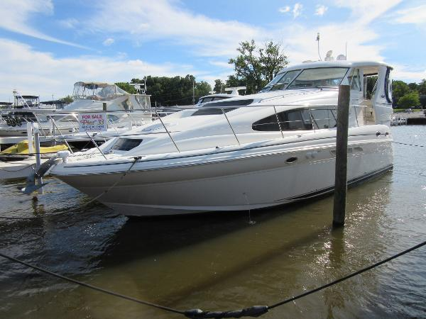 Sea Ray 390 Motor Yacht DOCKSIDE PROFILE