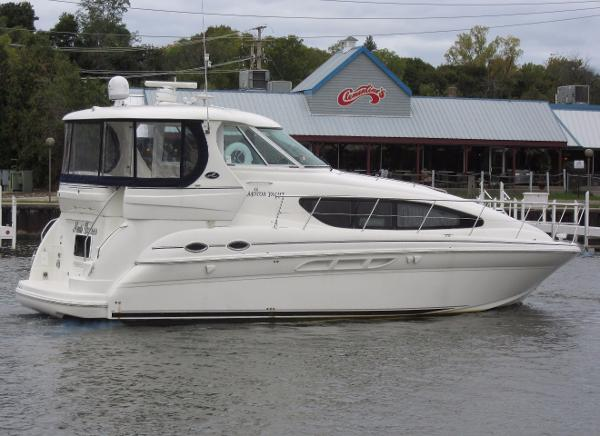 Sea Ray 390 Motor Yacht ON THE WATER