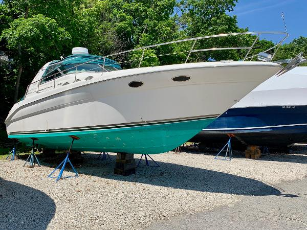 Sea Ray 370 Sundancer Profile, Starboard