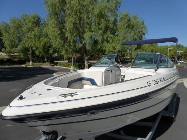 Chaparral 2330 Similar boat