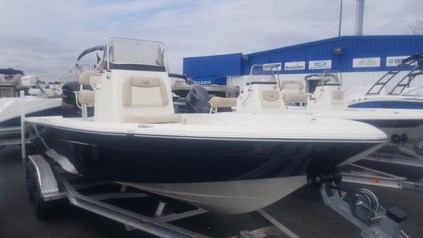 NauticStar 227 XTS WITH LARGE CONSOLE