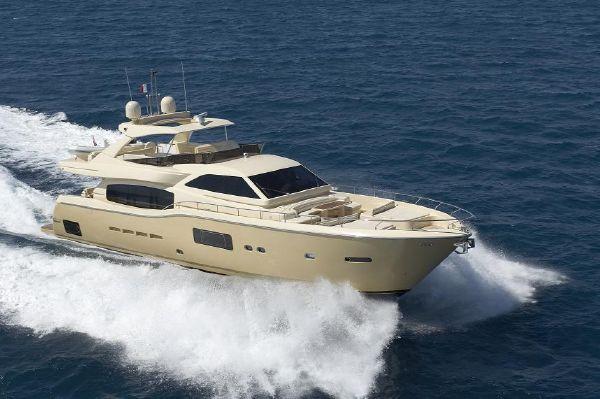Ferretti Yachts Altura 840 Tilusa - Profile view