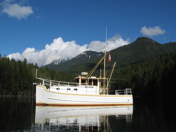 Custom 30' steel trawler/tug At anchor