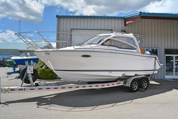 Cutwater Boats C-242 Sport Coupe
