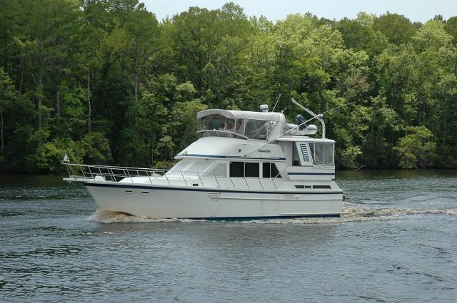 Jefferson Sundeck Motoryacht SeaAngel underway port fwd profile web1.jpg