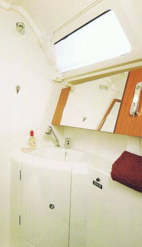Beneteau Oceanis 31 - Heads - brochure image