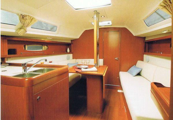 Beneteau Oceanis 31 - Saloon - brochure image