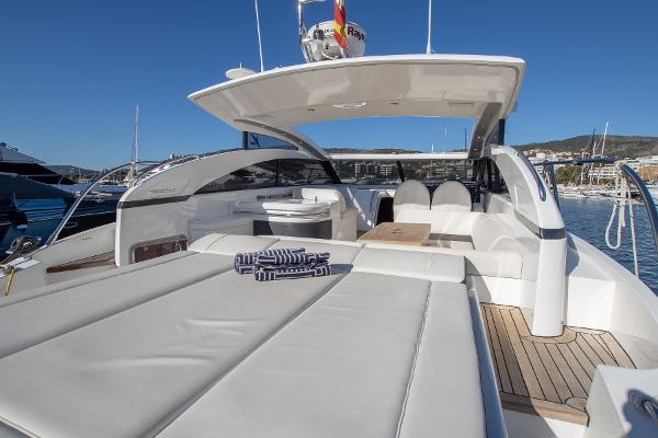 Princess V42 - Cockpit Sunbeds