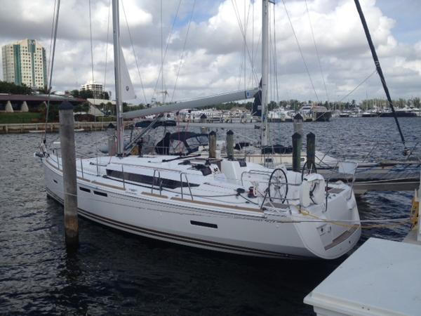 Jeanneau 419 At dock - sister ship