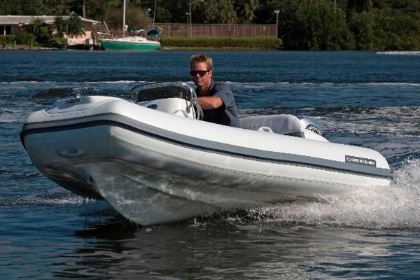 Walker Bay SuperTender 325 STX