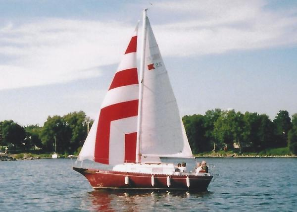 Bayfield 25 Sloop with Trailer Under Sail