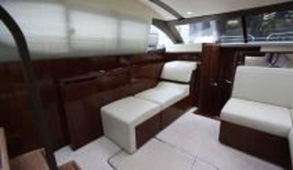 Broom 370 Interior
