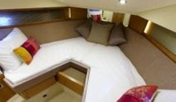 Broom 370 Cabin