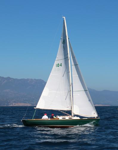 Alerion Express 28 Under sail