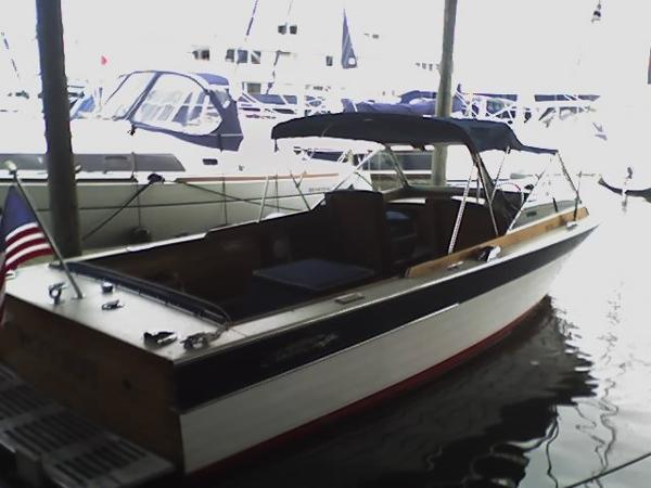 Chris-Craft Sea Skiff Dockside