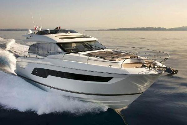 Prestige 630 S Starboard Bow