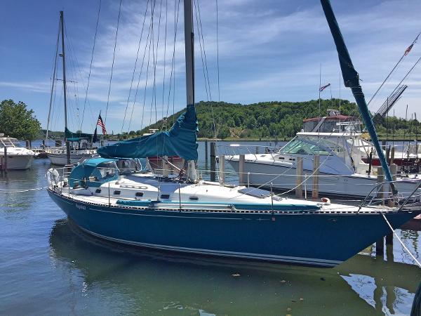 C&C 40 Starboard Bow Profile