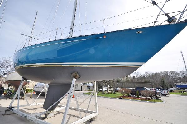 C&C 40 Starboard Profile On The Hard